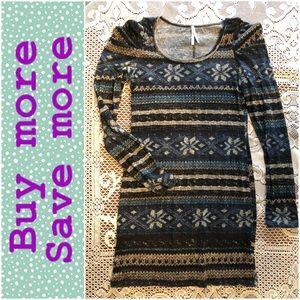 Dresses & Skirts - Sweater-print mini dress with statements shoulders